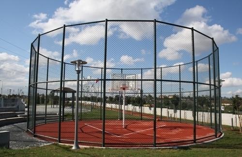 بناء ملعب كرة السلة