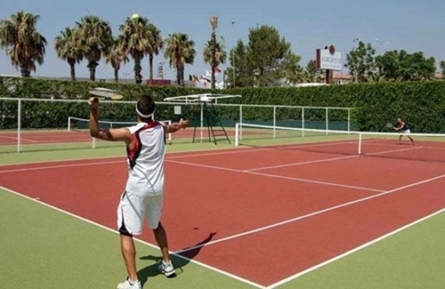 بناء ملعب التنس